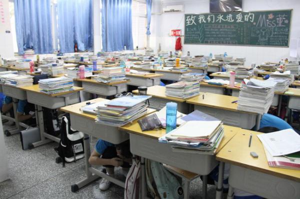 地震演练防范未然 构筑安全幸福校园