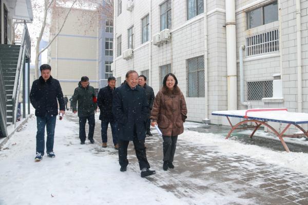 郑州市教育局副局长曾昭传大雪之