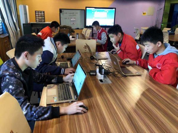 郑州31·103中学子在2018年全国青少年创意编程与智能设计大赛获得佳绩