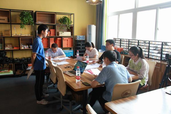 学生参加科技后备生测试.jpg